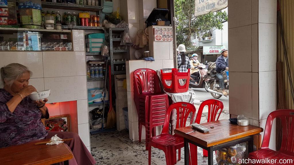 Café au coin d'une rue - Dalat.