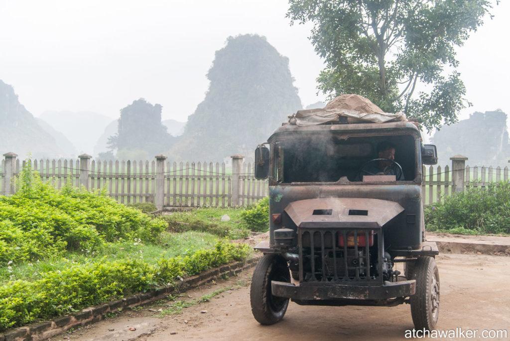 Bonjour monsieur, je vienx passer le contrôle technique... - Hang Mua Cave - Ninh Binh