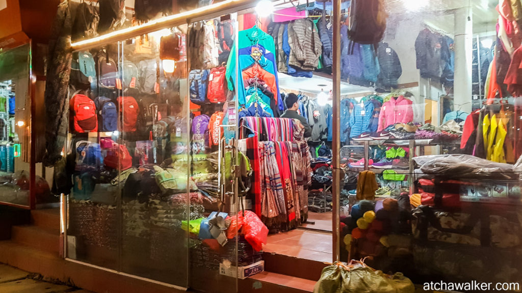 "Boutique ""North Face"", ça pullule à Sapa."