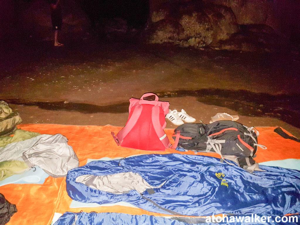 La pluie s'infiltre dans la grotte et l'eau se rapproche dangereusement... - Taman Negara - Malaisie