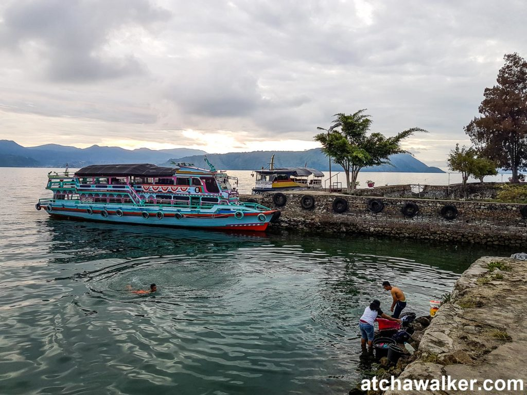 En attendant le bateau - Lac Toba - Sumatra - Indonésie