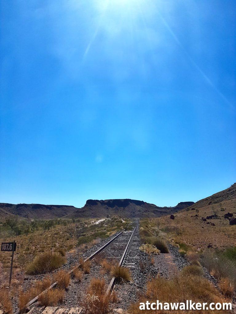 Deuxième arrêt de la journée dans la région de Pilbara où se trouve une des plus anciennes voie de chemin fer de l'ouest australien permettant à l'époque d'acheminer à Port Hedland les wagons chargés de minerai.
