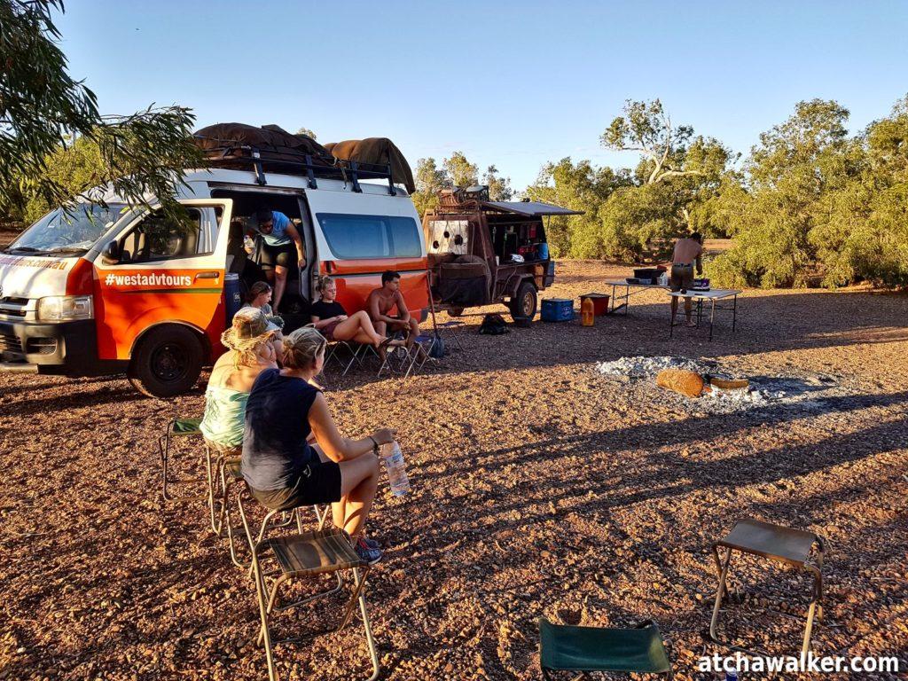 Premier bivouac du roadtrip, en pleine nature sur les berges d'une rivière dans la région de Pilbara